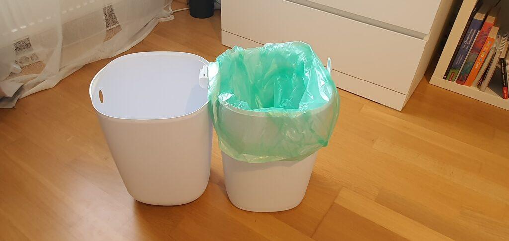 Müllbeutel im unteren Teil stülpen