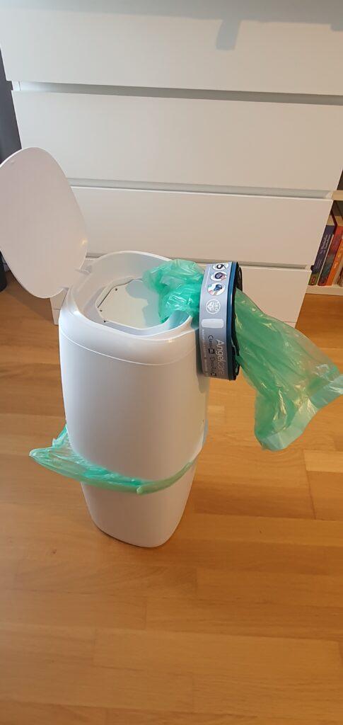 Windeleimer mit Müllsäcken: Zweiten Müllsack einsetzen